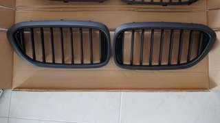 🚚 BMW G30 5 Series Grille (Matte Black)