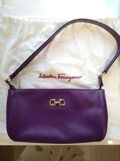 Ferragamo 照亮顏色真皮手袋 原價三千