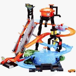 🚚 BRAND NEW Hot Wheels Ultimate Gator Car Wash Playset