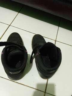 Sepatu anak oerempuan n laki laki