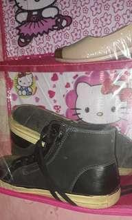 Sepatu tomskin hitam