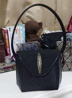 🚚 限時特惠!泰國珍珠魚皮手提包
