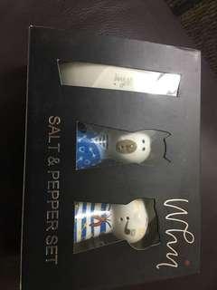 Why* salt & pepper set