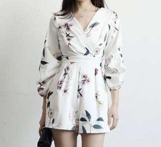 🚚 V-neck Floral Jumpsuit