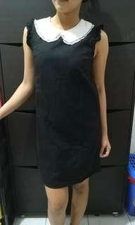 Dress simple hitam