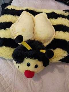 🚚 bee pillow