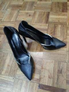 (Branded but damaged) Charles and Keith Black Heels