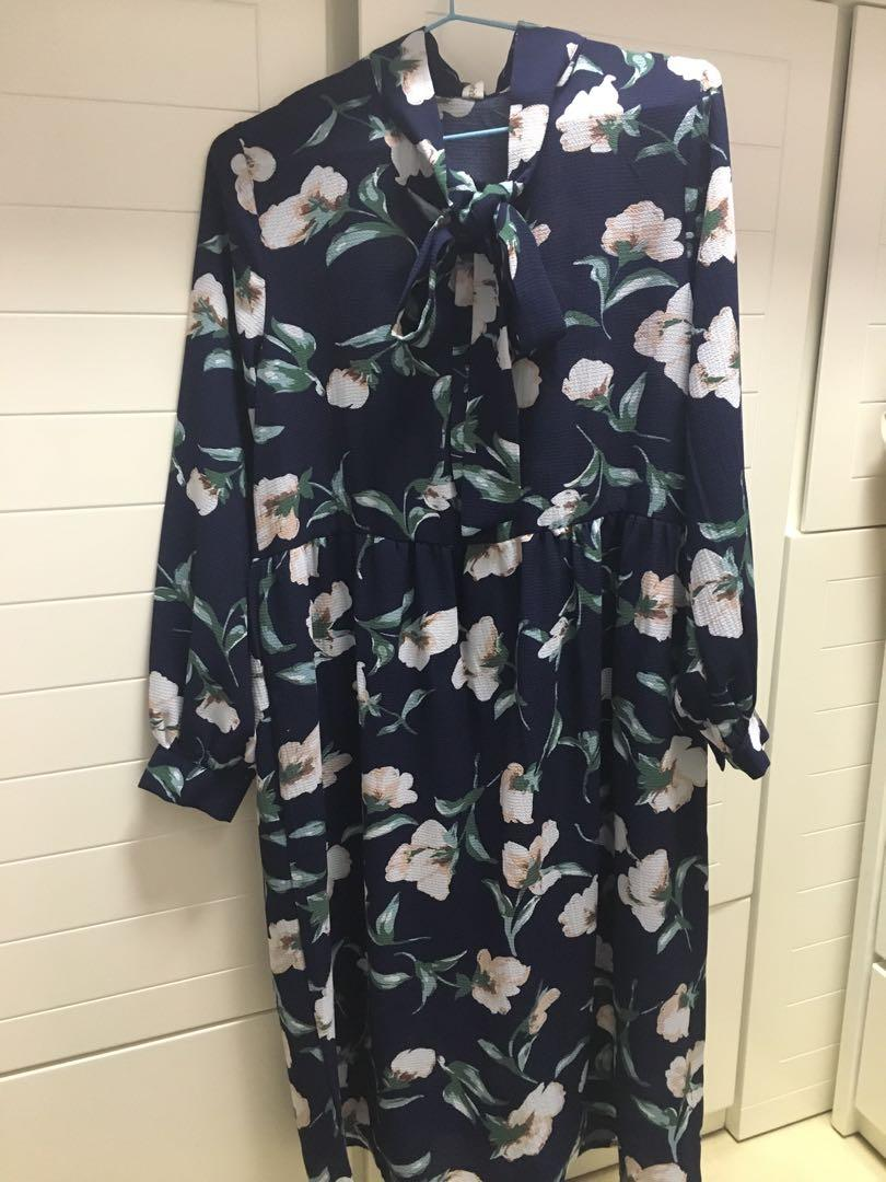 Navy flower dress 99%new bought from Korea