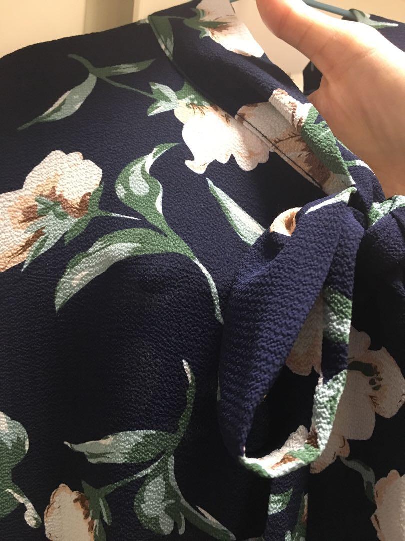 Navy flower dress 99%new bought from Korea