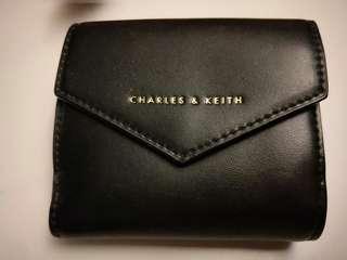 🚚 Charles n Keith wallet