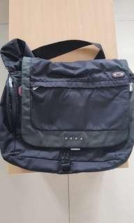TUMI slingbag for laptop