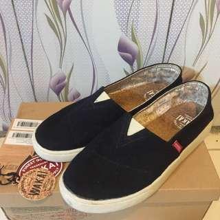 Sepatu Wakai flat shoes unisex pria wanita