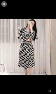🚚 Wrap dress with black white stripes