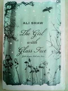 The Girl with Glass Feet (Gadis dengan Kaki dari Kaca) - Ali Shaw