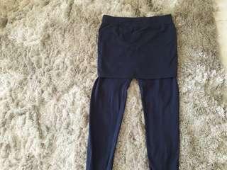 Skirt legging in dark blue. Free size