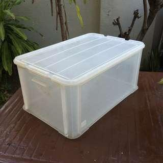 Large plastic storage container with cover, 44.8litres. Dimension 56 x 37 x 25cm.