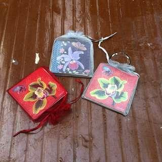 Coasters with flower motifs 6 brand new pieces two pieces per pack price is for all 6.