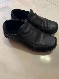 Sepatu pantofel hitam anak sz 31