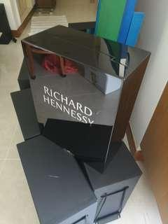 🚚 Richard Hennessy Box