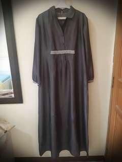 Long Dress Abu-abu.