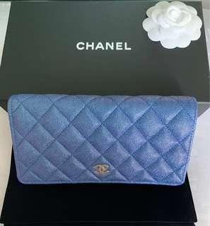 🚚 💙🦄Irresistable Brand New in Box Chanel 19S iridescent Blue Rainbow Yen wallet 💙🦄