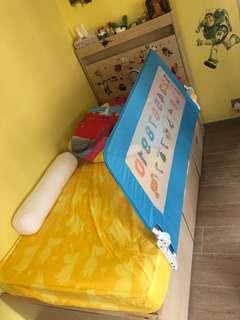 Single bed *免費*床𣕧不包床墊