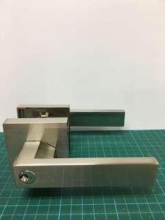 🚚 Stainless steel lever lockset