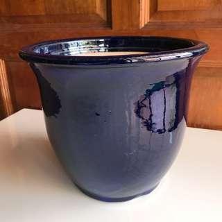 Dark blue pot C