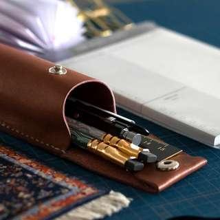 皮革材料包】鈕扣筆袋(直式) BSP079