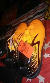 Sepatu futsal specs ukuran 39