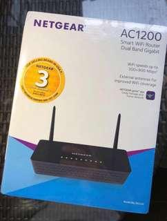 Ridiculously Priced: Brand New Netgear AC1200 Dual Band Gigabit Wifi Router R6220