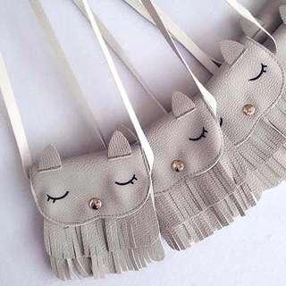 🚚 Grey Owl Sling Bag