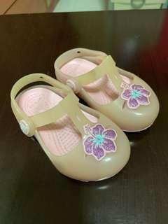🚚 Crocs sandal