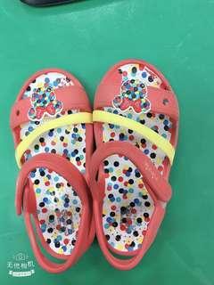 Crocs兒童涼鞋