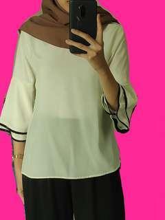 Trumpet White Blouse / Tunik Hijab / Trumpet Top / Flare Shirt / White Flare Top/ Blouse Lengan Terompet / Flare Top / Atasan Putih / Flare Blouse / Blouse Putih
