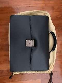 🚚 Robusto 1 Men's Briefcase in Black Taiga Leather