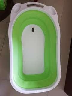 Kids bath tub