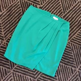 Women's size 6US = 10 'CALVIN KLEIN' Stunning forest green pleated panel skirt - AS NEW