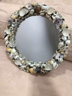 Wall mirror shells bordered
