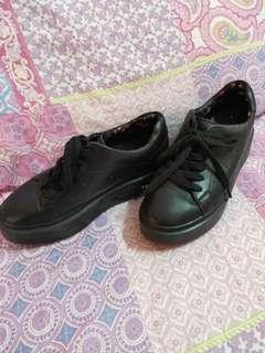 8aa6ea2ebe83 T.U.K Holographic platform shoes