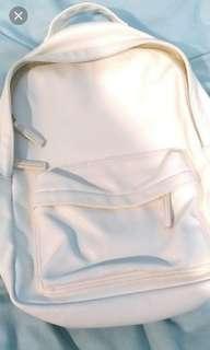 🚚 白色後背包