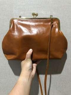 KAYNN Brown Leather Kisslock Bag