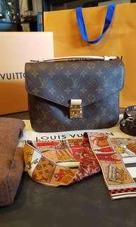 LN Louis Vuitton Pochette Metis