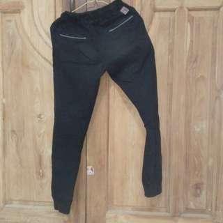 #mauheadset Celana Joger basic hitam