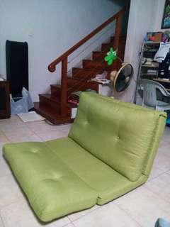 🚚 Single sofa bed without legs