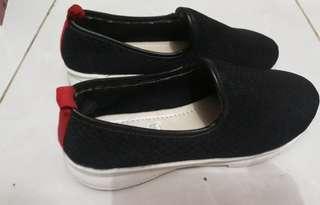 Sepatu slipon wanita