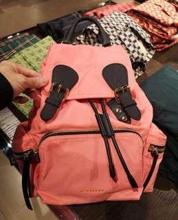 現貨特賣BURBERRY rucksack 中型 珊瑚紅 後背包