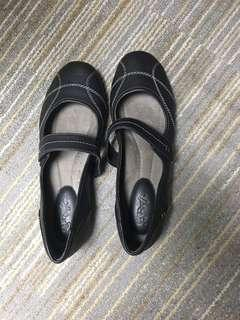 🚚 Leather shoes Bn black soft