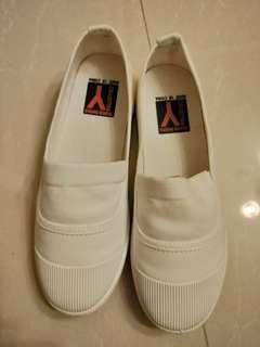🚚 白色淺口休閒帆布鞋