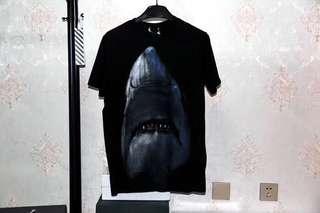 Givenchy 鯊魚